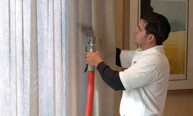 curtain-cleaning-pic